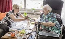 Mahlzeitendienste, Hausbesuche und Co. auch mit 65+ Helfenden wieder möglich