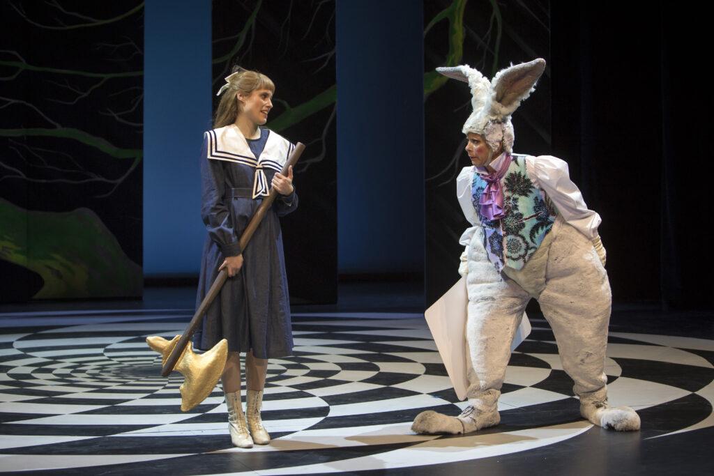 Das Familienstück «Alice im Wunderland» wird am Theater St. Gallen gespielt